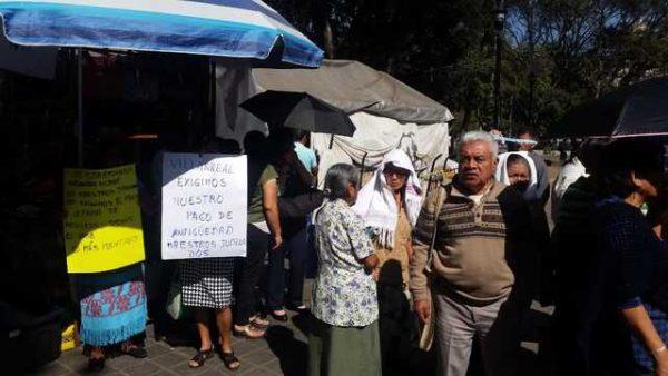 Maestros jubilados denuncian que no se les ha pagado en su totalidad