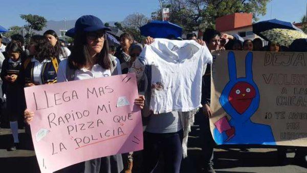 Padres de familia y alumnos del CBTis 26 de Oaxaca, marcharon para pedir seguridad