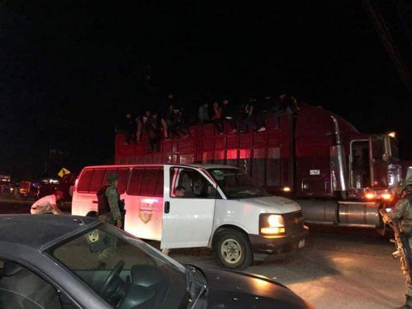 Aseguran camión lleno de migrantes en carretera al Istmo de Tehuantepec