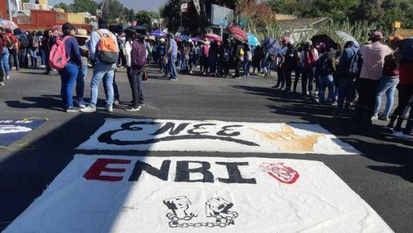 Normalistas oaxaqueños protestan por represión de caravana en Chiapas