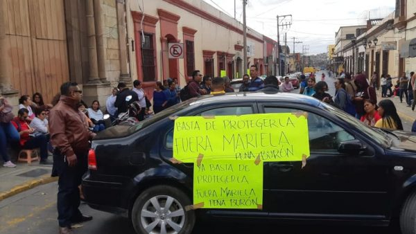 Continúa protesta en oficinas de salud en exigencia de salida de directora