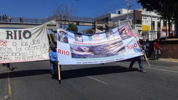 Marcha RIIO en la capital oaxaqueña, para pedir diálogo con el gobernador
