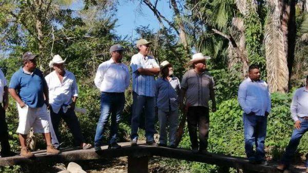 Edil, ejidatarios y colonos de Valle, recorren ruta de evacuación de agua pluvial