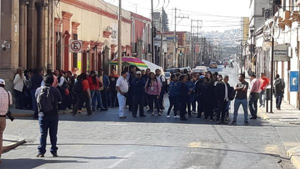 Instalan plantón en oficinas de salud en Oaxaca, exigen salida de directora