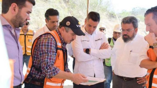 Supervisan gobernador y funcionarios federales la supercarretera al Istmo