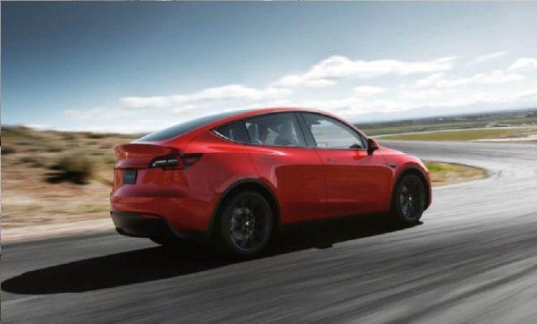 Elon Musk reclutará personal para Tesla sin importar si tiene título universitario