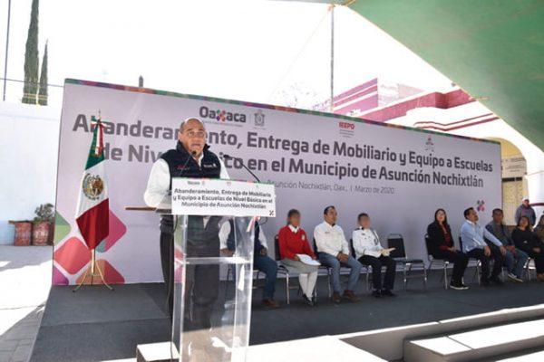 Entrega IEEPO mobiliario y equipo a 47 escuelas de Nochixtlán y Juxtlahuaca en beneficio de 7 mil 173 estudiantes