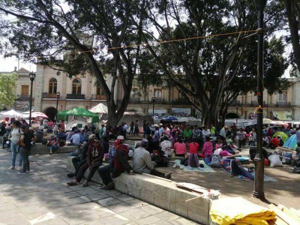 Se moviliza CODEP por segundo día en Oaxaca, instalan plantón en el zócalo