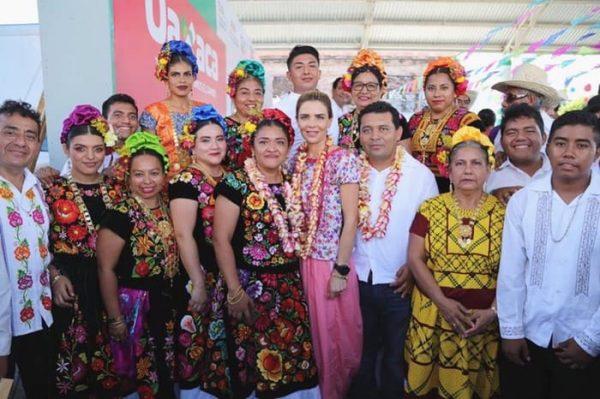 Refrenda su compromiso Presidenta Honoraria del Sistema DIF Oaxaca con Santa María Mixtequilla