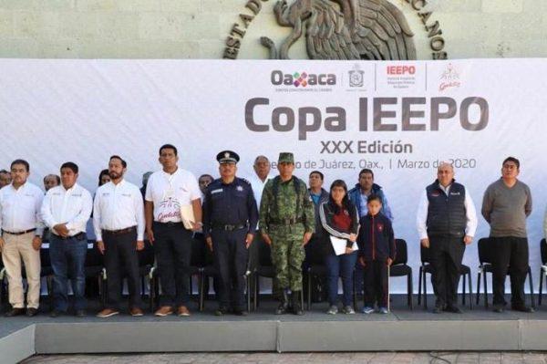 """Inaugura Director del IEEPO encuentro Deportivo y Cultural """"Benito Juárez"""", en Guelatao"""