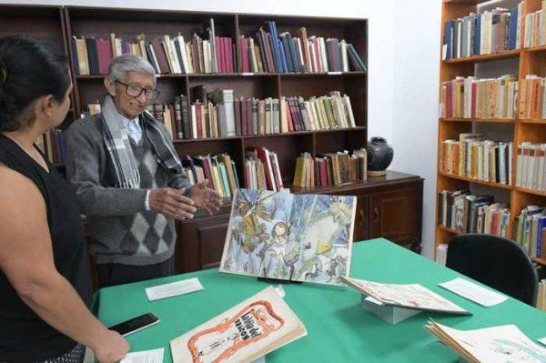 """Biblioteca """"Profr. Victoriano A. Flores"""" del IEEPO expone colección de libros infantiles"""