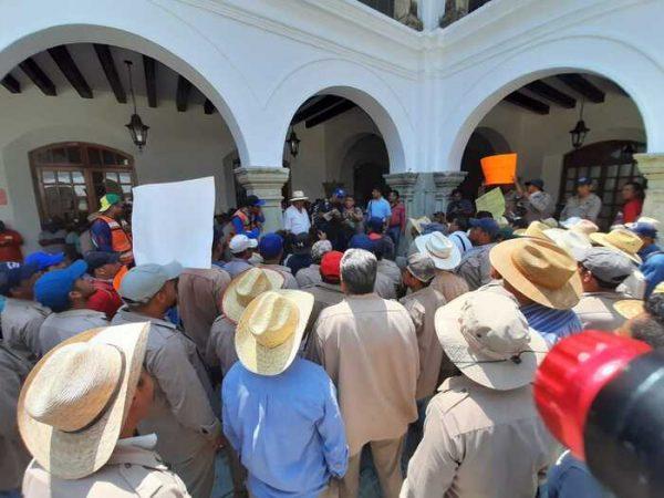 Trabajadores de limpia pública de Oaxaca, exigen cubrebocas y gel antibacterial para laborar