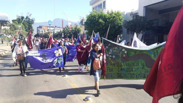 Marchan organizaciones de mujeres en Oaxaca por día internacional de la mujer