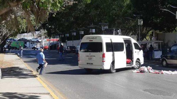 STEUABJO bloquea avenida universidad en la capital, exigen solución a sus demandas