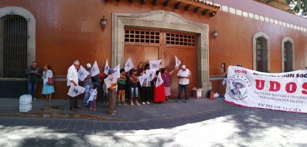 Organización UDOS, bloquea momentáneamente casa oficial en Oaxaca