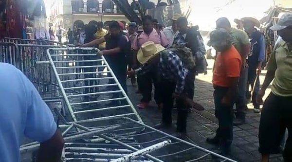 Vandaliza CODEP, puertas de palacio de Gobierno en Oaxaca