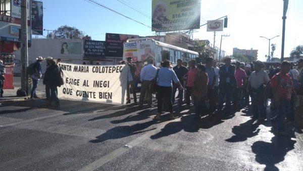 Habitantes de Colotepec, bloquean calles de la capital oaxaqueña