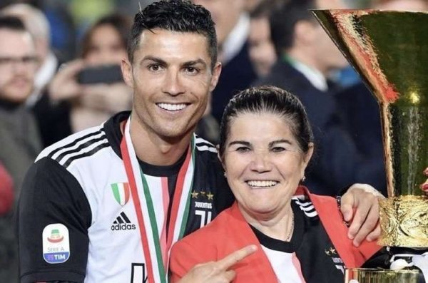 Madre de Cristiano Ronaldo está en terapia Intensiva