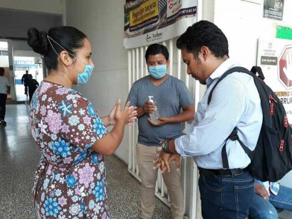 Gobierno de Tuxtepec instala filtros de salud en accesos del palacio municipal
