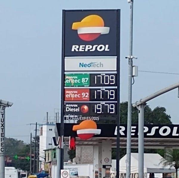 Baja precio de gasolinas en Tuxtepec, se vende hasta en 17 pesos
