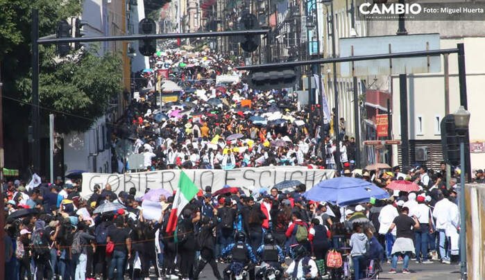 Universitarios de Puebla hacen historia: megamarcha sobrepasa los 100 mil asistentes