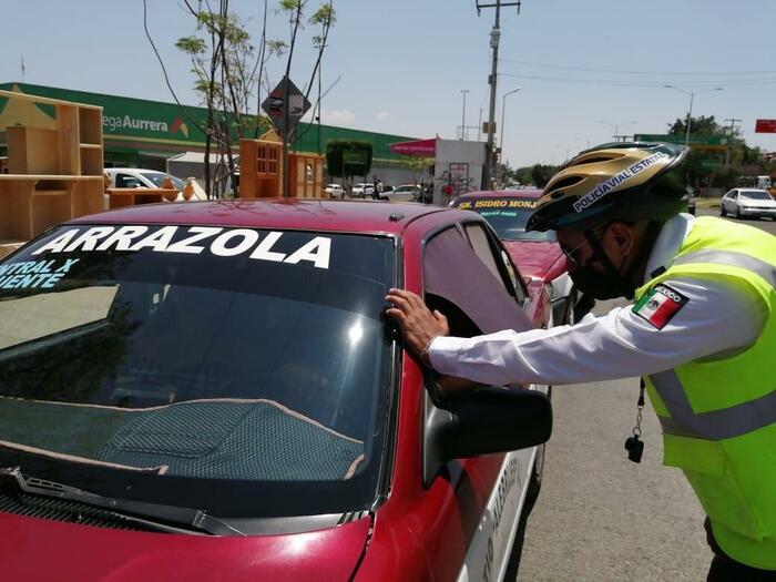 Policía víal de Oaxaca, implementa operativo en transporte público para evitar contagios de COVID-19