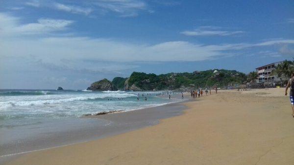 Por tiempo indefinido, cierran Playa Nudista de Zipolite