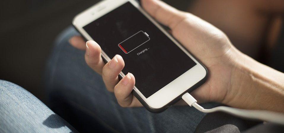 ¿Qué pasa si dejas conectado tu celular toda la noche?