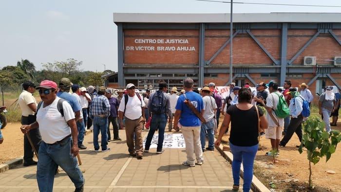 Habitantes de Vega del Sol, toman centro de Justicia en Tuxtepec