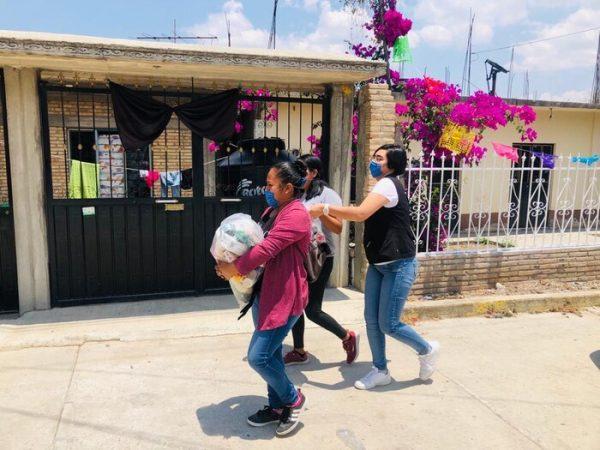 Por instrucción del Gobernador del Estado, DIF Estatal Oaxaca acompaña a las familias afectadas por los desastres naturales
