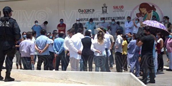 Médicos y enfermeras de hospital en Puerto Escondido, recriminan falta de equipo para atender pandemia de Covid-19