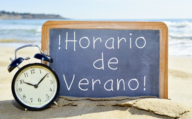 Con el horario de verano 2020, ¿se adelanta o atrasa el reloj?