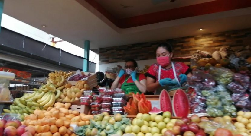 Locatarios del mercado de la Merced en Oaxaca, refuerzan medidas sanitarias para continuar abiertos