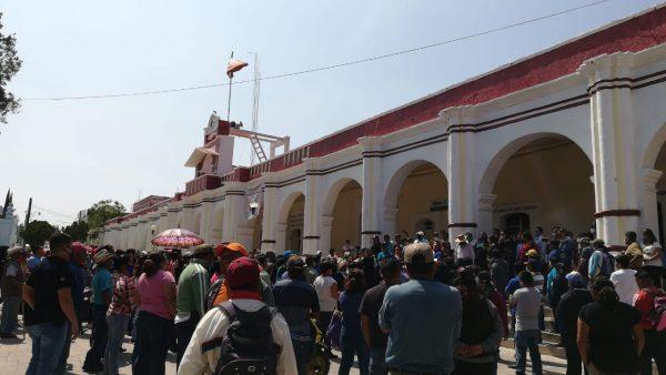 Pese a contingencia, comerciantes de Nochixtlán se manifiestan en palacio municipal