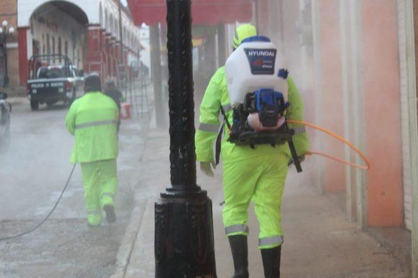 En Tlaxiaco sanitizan espacios públicos y vehículos para evitar contagios de Covid-19