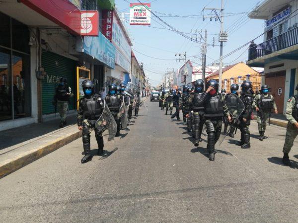 Aplican operativo en centro de Tuxtepec para cerrar comercios y retirar ambulantes
