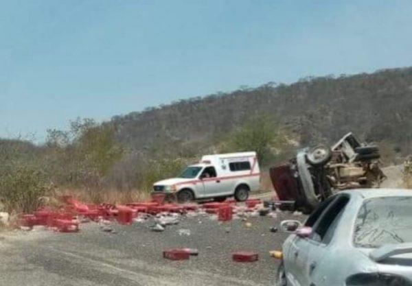 Se accidentan repartidores, en carretera a San Luis Amatlán