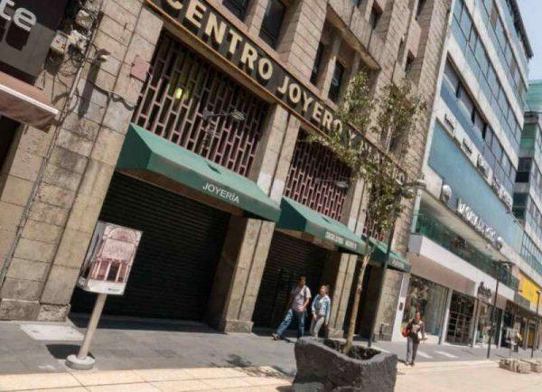 Para evitar contagios, cierran acceso a calle Madero en CDMX