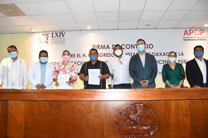 Entregan congresistas 1 millón 764 mlp a Beneficencia Pública, para equipo médico