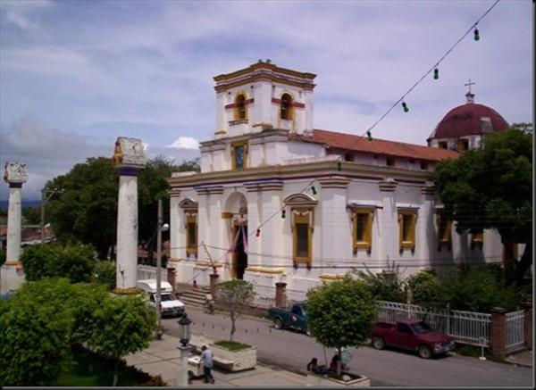 Jamiltepec impone toque de queda y suspende entrada y salida de transporte