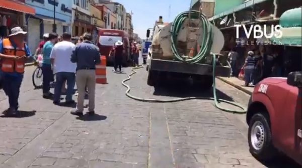 Locatarios de mercados de Oaxaca y comerciantes limpian calles del centro histórico