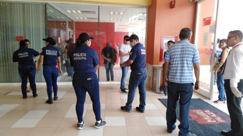 Elementos de Seguridad Pública de Tuxtepec, realizan labores de prevención para evitar contagio de Covid-19