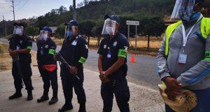 Autoridades de Tlaxiaco entregan protectores faciales a personal del ayuntamiento