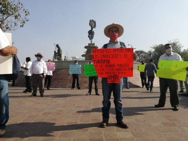 Operadores de transporte  turísticos en Oaxaca, claman a gritos apoyo económico