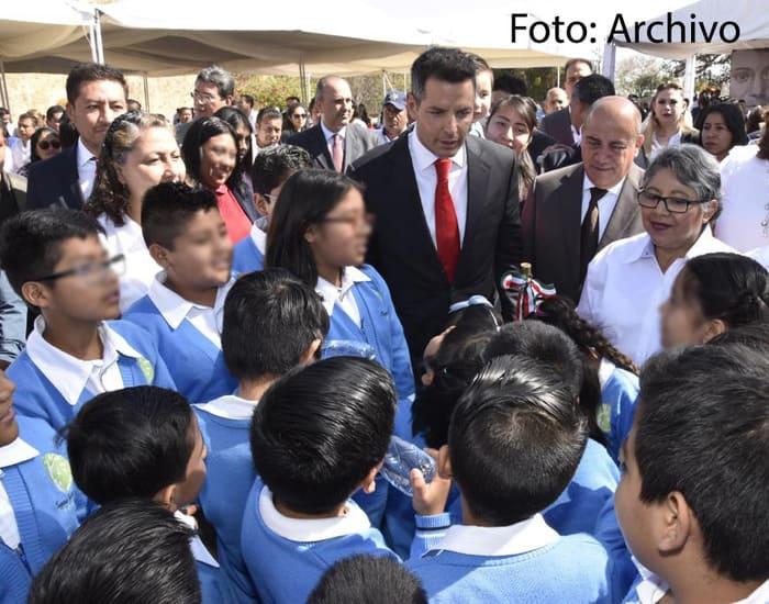 Reconoce Alejandro Murat invaluable aportación de las y los maestros en favor de la educación oaxaqueña