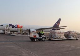 Aterriza cuarto vuelo de EU con 50 ventiladores para casos covid