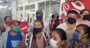 Reclaman locatarios de la central, falta de apoyos a autoridades