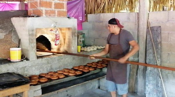 Caen un 50% las ventas de pan por Contingencia y por el elevado precio de los insumos en Valle Nacional