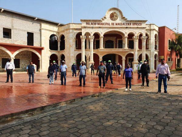 Sanitizan entradas y calles de Magdalena Apasco para mitigar contagio de COVID-19