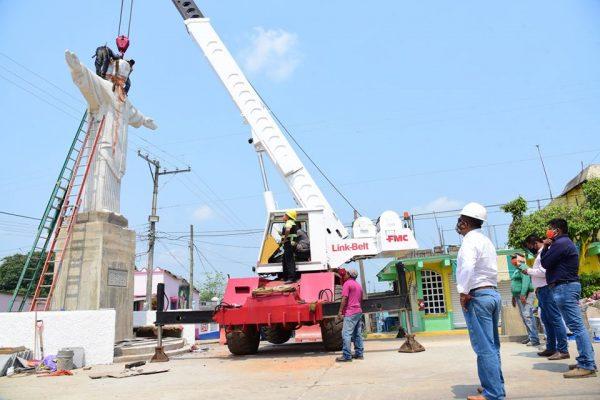 En Veracruz, colocan réplica del Cristo Redentor para protección de sus habitantes ante covid-19